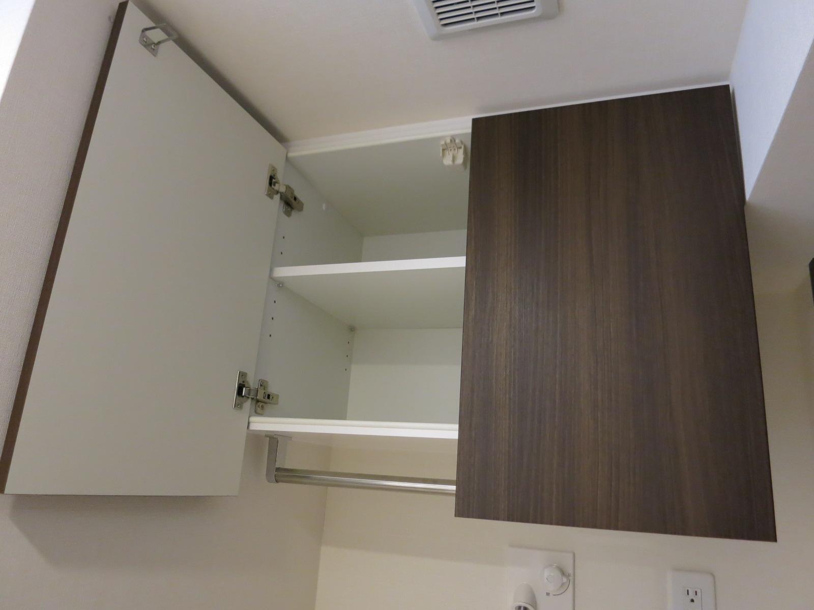 オーダー家具の実例|吊戸棚と3連ミラー「プラウド赤坂」|マンションオプション.com